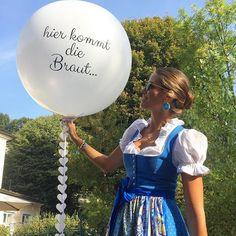 """""""Hier kommt die Braut"""" Ballon für alle #instabräute2016 die sich bald trauen #Wedding #hochzeit #decor #balloons  #bride #groom #wedding #weddingday #weddingphotographer #weddingphotography #weddings #weddingideas #instawedding #engaged #shesaidyes #bestoftheday #instadecor #balloon #giantballoon #riesenballon #instabräute2017 #sommerhochzeit #hochzeitsideen"""