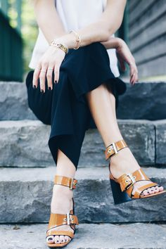 Buckle sandals, culottes