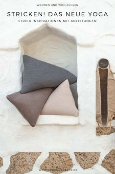 My new topic is 'knitting in the interior' and it all started with a scarf. I have a few knitting interior inspirations for you and some even for knitting yourself, with instructions. Design Studio, House Design, Bed Pillows, Cushions, Interior Inspiration, Pillow Cases, Blog, Living Room, Interior Design