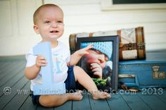 birthday picture idea - might have to do this one! 1st Birthday Pictures, 1st Boy Birthday, 1st Birthday Parties, Birthday Ideas, Kids Party Themes, Party Ideas, Baby Family Pictures, Twins 1st Birthdays, Lincoln