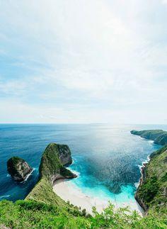 KELINGKING SECRET POINT BEACH ON NUSA PENIDA