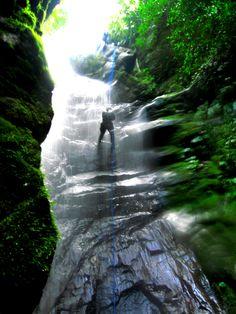 Salto La Palmita, Venezuela preciosa cascada. Al parecer ubicada en El Parque…