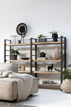 Discover recipes, home ideas, style inspiration and other ideas to try. Furniture Design Modern, Living Room Inspiration, Apartment Furniture, Furniture Design, Bookshelf Design, Interior Design, Home Decor, Living Room Furniture, Home Deco