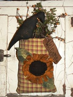 Plaid Sunflower and Crow Hanging Pouch/Shelf Sitter Primitive Autumn, Primitive Crafts, Primitive Christmas, Country Primitive, Country Christmas, Christmas Christmas, Cowboy Christmas, Primitive Snowmen, Autumn Crafts