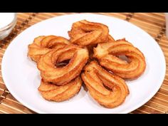 How to bake homemade Churros Quick Recipes, Sweet Recipes, Cake Recipes, Food Cakes, Desserts Espagnols, Peruvian Desserts, Spanish Food, Beignets, Onion Rings