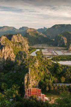 visitheworld:  Looking north over Wat Khao Daeng / Thailand (by Adrian Sun).