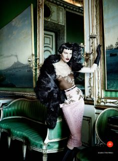 Vogue UK Setembro 2013 | Catherine McNeil em Prima Donna por Mario Testino  [Collections]