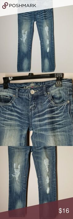 """Almost Famous Jeans (JUNIORS) Distressed look, Excellent condition!!! 60%Cotton 39%polyester 1%spandex  Inseam 26"""" Outerseam 31"""" Almost Famous Jeans Skinny"""