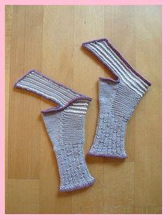 Wharariki Beach Mitts Knitting pattern by Sabine Kastner Wrist Warmers, Hand Warmers, Knitting Patterns, Crochet Patterns, Fingerless Gloves Knitted, Paintbox Yarn, Pulls, Mittens, Ravelry
