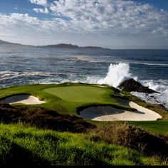 Beautiful - When we were there, wind blowing about 30 mph, but really enjoyed it. Jack Nickolus has a practice sand trap/chipping green in his back yard. Famous Golf Courses, Public Golf Courses, Golf Photography, Landscape Photography, Backyard Putting Green, Augusta Golf, Golf Course Reviews, Pebble Beach, Golf Tips