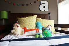 @lynnmarieg  I love the colorful banner behind Ari's bed. I want to do something like this for Lukes room.
