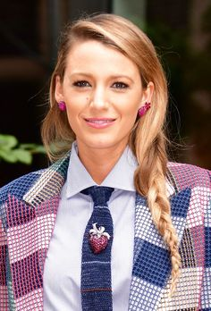 Scarlet Triangle Box Braids with Wrapping Detail - 20 Unrivaled Triangle Braids to Try - The Trending Hairstyle Side Braid Hairstyles, African Hairstyles, Pretty Hairstyles, Trending Hairstyles, Celebrity Hairstyles, String Hair Wraps, Triangle Part Braids, Faux Locs Colored, Blake Lively Hair