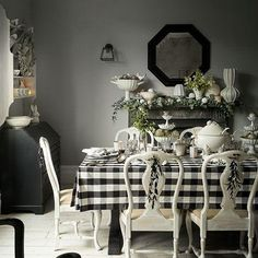 Dining room furniture ideas that are going to be one of the best dining room design sets of the year! Get inspired by these dining room lighting and furniture ideas! Casas Tudor, Black And White Dining Room, Black White, Black And White Tablecloth, Black And White Furniture, Casas Shabby Chic, White Cottage, Cottage Farmhouse, Farmhouse Style
