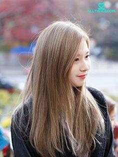 올 트와이스닷컴 :: 15/11/20 가요광장 출퇴근길 Korean Hair Dye, Korean Hair Color, Kpop Hair Color, Sana Momo, Going Blonde, Sana Minatozaki, Hair Romance, Asian Celebrities, Dye My Hair