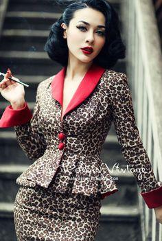 Le Palais Vintage- Elegant Retro Leopard Skirt Suit With Lipstick Red Trim - Talk about a fierce suit set with this leopard skirt and jacket highlighted with lipstick red trim! Retro Mode, Vintage Mode, Moda Vintage, Retro Vintage, Rockabilly Fashion, Retro Fashion, Vintage Fashion, Womens Fashion, Fashion Fashion