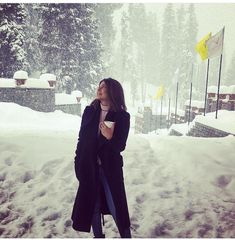 Jennifer Winget Vacation Pictures From Winter Wonderland Kashmir Are No Less Than A Dream - HungryBoo Fashion Pictures, Girl Pictures, Jeniffer Love, Angry Girl, Jennifer Winget Beyhadh, Tashan E Ishq, Artists For Kids, Looking Gorgeous, Beautiful