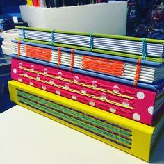Primeiros cadernos! #bookbinding, #sewnchain, #copta