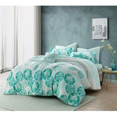 Shop at Byourbed for our Calico Mint Queen Comforter. This bedding essential has a gorgeous style that will freshen up your bedroom decor with mint circle patterns on the bottom of the front of this Queen Comforter and a marbled mint pattern on the revers College Bedding, Dorm Room Bedding, College Dorm Rooms, Bedding Sets, Mint Comforter, Twin Xl Comforter, Best Duvet Covers, Pillow Covers, Luxury Bedding