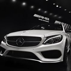 Say hello to the new C450 AMG and its diamond grille! #w205 #mercedes #mbcclass #amg #c450 #sport #v6 #biturbo #white #star #chrome #diamond #grille #thebestornothing #power #NAIAS2015 #detroit #mbreporter #mbcars por: der_landgraf