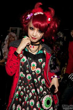 Eh!? I totally saw a girl wearing this in Harajuku! <3 I'm having a spasm. Love the makeup here.