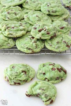 Easy, soft with a perfect blend of mint & chocolate, these Mint Chocolate Pudding Cookies are amazing! Recipe from Butter With A Side of Bread Andes Mint Chocolate, Mint Chocolate Chip Cookies, Andes Mint Cookies, Chocolate Pudding Cookie Recipe, Traditional Christmas Food, Cookie Recipes, Snack Recipes, Healthy Recipes, Cookies Et Biscuits