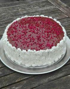 Lagkage med hvid chokolade creme og hindbær cremeLagkage med hjemmelavet bunde, cremer lavet på piskefløde og husblas, hvid chokolade og hindbær, det lyder da egentlig ikke så dårligt, vel? ;-)Her er hvad du skal bruge:Bunde:Til en springform, 26 cm. i diameter.300 g. hvede