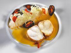 La Lotte dorée, moules panés et sauce a la Fleur de Capucine.