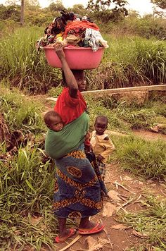 Laundry day - Boali, Equateur - Congo Democratic Republic