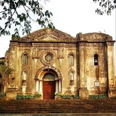 MAKATI'S ANCIENT WONDER. Amid Makati's urban jungle is this 400-year-old church. Photo by Estan Cabigas (simbahan.net)