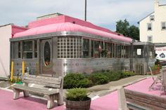 The Val Rio diner, Phoenixville PA - it is no longer there - replaced by a Walgreens! Now it's up on blocks in someone's back yard :-(