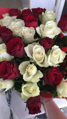 З Днем Народження вітаємо! Let the dreams come true! Beautiful Bouquet Of Flowers, Beautiful Roses, Beautiful Flowers, Flower Phone Wallpaper, Rose Wallpaper, 17th Birthday Gifts, Happy Birthday, Shower Hostess Gifts, Cadeau Couple
