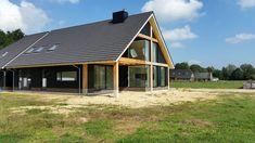 Afbeeldingsresultaat voor houten skelet schuurwoning Style At Home, My Dream Home, Exterior Design, Outdoor Living, Bungalow, Shed, New Homes, Barn, Outdoor Structures