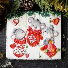 Продолжу новогоднюю тему😍 ... Какая погода в Москве - такие и пряники🙈 На самом деле пусть и не лето, но ооооочень душевно вчера сходили в… Noel Christmas, Christmas Balls, Christmas Photos, Christmas And New Year, Christmas Crafts, Christmas Decorations, Christmas Ornaments, Theme Noel, Decoupage Paper