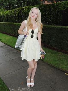 Dove Cameron attends the Just Jared's Summer Bash Pool Party 2015 on July 2015 in Los Angeles, California. Beautiful Celebrities, Beautiful Actresses, Dove Cameron Descendants, Dov Cameron, Dove Cameron Style, Look Festival, Gi Joe, Hot Girls, Celebs