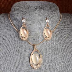 Gold Color Special C Cat's Eye Pendant Necklace Earrings Fashion Jewelry Sets