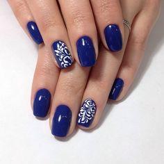 Nail art Christmas - the festive spirit on the nails. Over 70 creative ideas and tutorials - My Nails Shellac Nails, Glitter Nails, Navy Nails, Feet Nails, Gel Nail Designs, Rhinestone Nails, Gorgeous Nails, Simple Nails, Trendy Nails