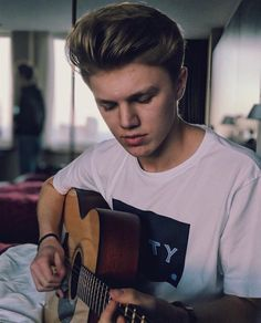 He is play it for me New Hope Club, A New Hope, Shawn Mendes, Blake Richardson, Reece Bibby, Even When It Hurts, Disney Music, Aesthetic Boy, Boy Bands