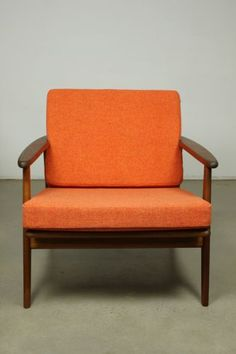 Case22 - For Sale: Parker Lounge Chair