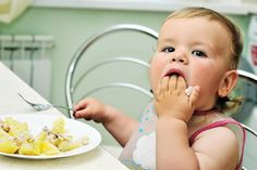 Baby Led Weaning aka BLW is an approach to starting solids that aims to put the child in the driver's seat. Parents allow the infant to self-feed. Baby Led Weaning, Starting Solids, Family Photography, Ten, Infant, Foundation, Education, Milk Allergy, Fingers