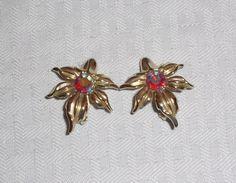 50s 60s Vintage Gold Tone Leaf Earrings with by MyVintageHatShop