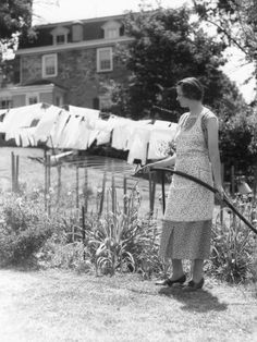 The vintage housewife watering lawn or garden with clothes hung outside on clothes line Vintage Pictures, Old Pictures, Old Photos, Fee Du Logis, Vintage Housewife, Vintage Laundry, The Good Old Days, Vintage Photographs, Farm Life