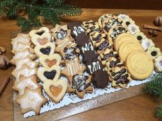Egy délután, egy tésztából tíz sütemény? Igen! Linzer variációk a karácsonyi asztalra! Recept fázisfotókkal, Kocsis Hajnalka receptje Hungarian Desserts, Hungarian Cake, Hungarian Recipes, Bakery Recipes, Cookie Recipes, Dessert Recipes, Galletas Cookies, Cake Cookies, Christmas Dishes