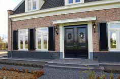 Nieuwbouw vrijstaande villa met bijgebouw en hooiberg - dubbele voordeur