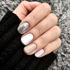 These white&pink&silver nails look great for the fall and winter season and especially for this year determined by current nail polish trends. Love Nails, How To Do Nails, My Nails, Polish Nails, Fall Nails, Glitter Nails, Silver Nail Polish, Sparkly Nails, Shellac Nails
