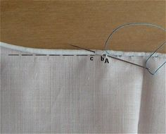 Make couture rolled hems by hand (in French): roulotte-le-point