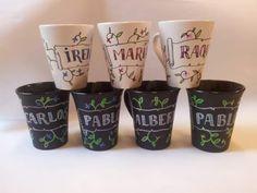 Tazas personalizadas. Pintadas a mano por Avi para Taller 35. #taller35 #regalos #encargos #tazaspersonalizadas #mugs #cerámica