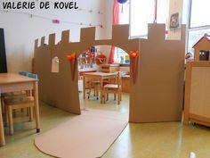 De huishoek omgetoverd tot kasteel met wat flinke stukken karton. Groot succes!