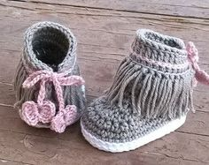 CROCHET PATTERNS - Easter Egg Bunny and Chick - amigurumi Easter eggs, Crochet Bunny, Crochet Chick, Easter pattern, Easter bunny egg basket Easter Crochet Patterns, Crochet Bunny, Baby Patterns, Knitted Baby, Baby Knitting, Crochet Baby Sandals, Crochet Shoes, Crochet Slippers, Beanies