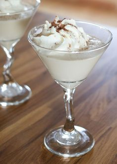 Looking for a little Christmas Libation? {White Christmas} Chocolate Martini recipe by Barefeet In The Kitchen Christmas Drinks Alcohol, Christmas Cocktails, Holiday Drinks, Fun Drinks, Yummy Drinks, Holiday Recipes, Beverages, Mixed Drinks, Alcoholic Drinks