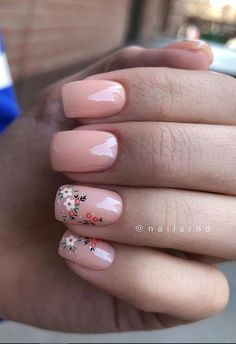 Square nails are very popular and are known as glamorous nail shapes. This form of nails is sure to attract attention and is suitable for women who wear short nails. Square nail is the basic… Nail Art Cute, Cute Acrylic Nails, Acrylic Nail Designs, Nail Shapes Square, Square Nail Designs, Cool Nail Designs, Short Square Nails, Short Nails, Minimalist Nails
